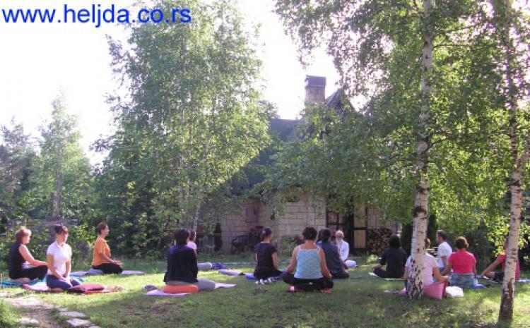 Joga i meditacija sa jastucima od heljde