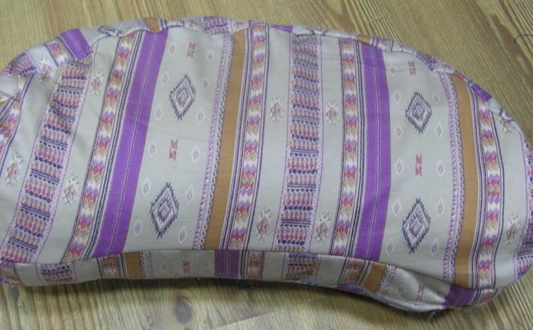 Jastuk polumesec za meditaciju sa speltom