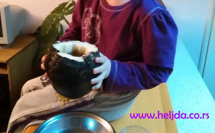 katja knežević, pije sirup od crne repe i meda