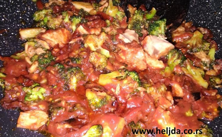 Špagete sa tunjevinom, brokoli, i sušeni paradajz