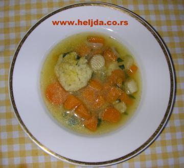 Povrtna bistra supa sa griz knedlama i bundevom Hokkaido